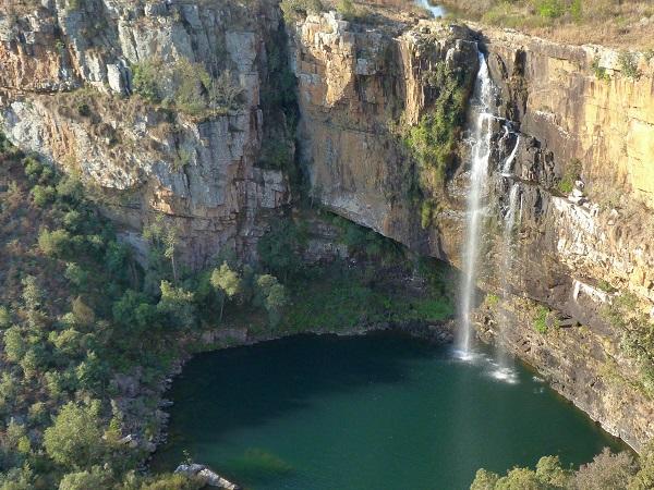Giuseppe consiglia di percorrere la Panorama Route che lo è di fatto e non solo di nome, in un susseguirsi di cascate e di colpi d'occhio sulla spaccatura verdeggiante del Blyde River Canyon.