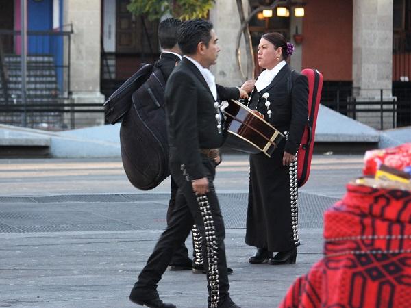 Tutte le sere i mariachi si danno appuntamento poco prima del tramonto a Plaza Garibaldi.