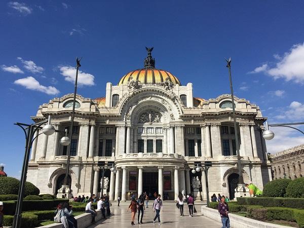 Simbolo di Città del Messico, il palazzo delle Belle Arti è famoso non solo per le preziose collezioni ma anche per la meravigliosa facciata e la cupola dorata.
