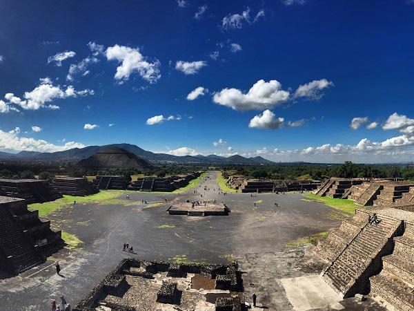 Teotihuacán è stata la città preispanica più grande del Messico. Ubicata a soli 50 km dalla capitale, è facilmente raggiungibile con una visita di mezza giornata partendo proprio da Città del Messico.