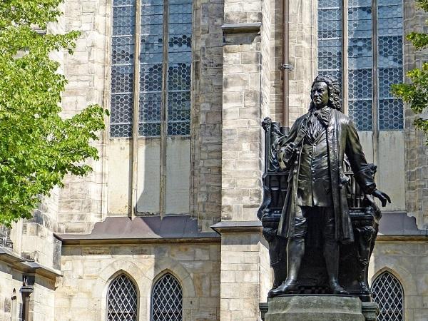A lato della Thomaskirche, faccio un salto al monumento che ricorda Bach, che visse a Lipsia dal 1723 al 1750 ricoprendo il ruolo di Kantor.