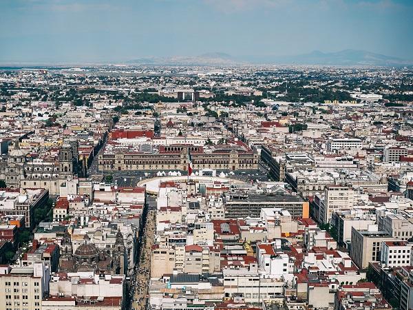 Si sente parlare di Città del Messico come di una città gigantesca, caotica e pericolosa. Eppure io voglio portarvi in una città soprattutto vivace, giovane e piena di vita.