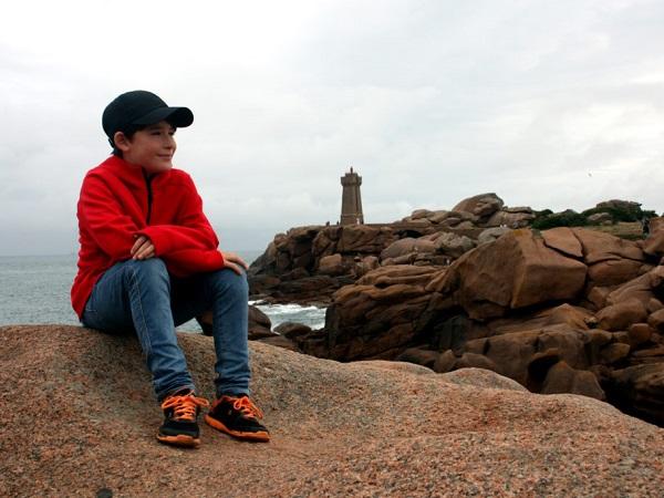 """""""Immagina di essere seduto su uno scoglio e descrivi ciò che provi"""" è il tema prescelto del bambino viaggiatore."""