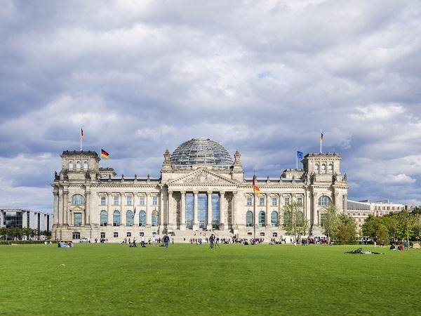 Laura farebbe una passeggiata sulla cupola del Reichstag (il palazzo che è sede del Parlamento tedesco) per farsi un giro in collina.