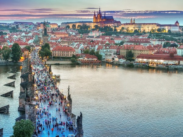 Per Eleonora il proposito è uno: dare una seconda possibilità a un luogo già visitato che le ha lasciato un po' l'amaro in bocca, Praga.
