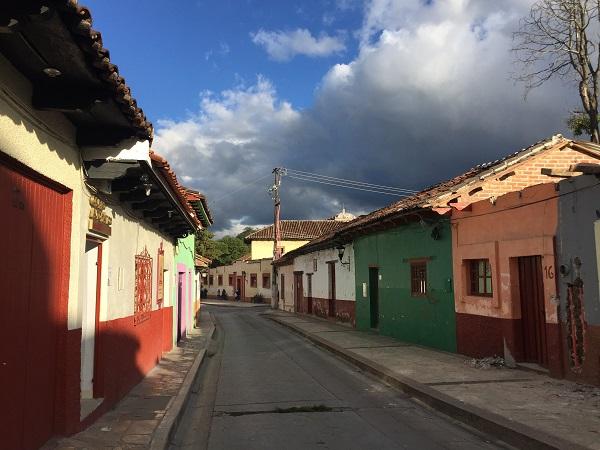 """La magica San Cristobal o """"el pueblo magico"""", come direbbe un messicano, è una piccola cittadina situata a oltre 2000 m sul livello del mare e circondata da montagne verdi."""