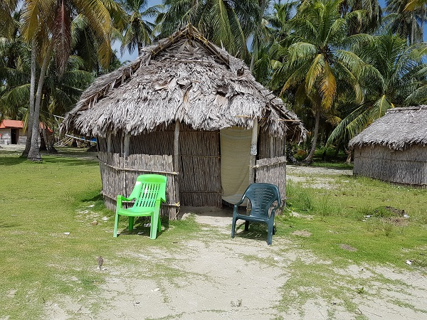 In circa un'ora di barca si raggiunge l'isola di Narasgandub Dummad: l'isola di palme e 9 capanne.