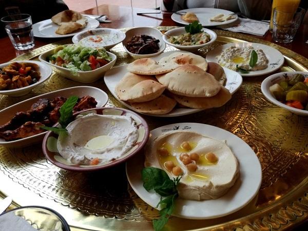 Ad Amman c'è quello che viene considerato il miglior ristorante della Giordania. Si chiama Tawaheen al-Hawa e propone cucina libanese, che non differisce molto da quella giordana.