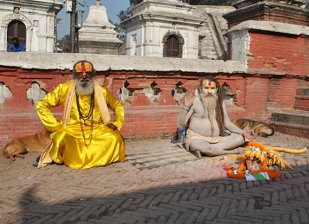 Pashupatinath è la Varanasi del Nepal. Impossibile non passare a farsi benedire da uno dei tanti sadhu.