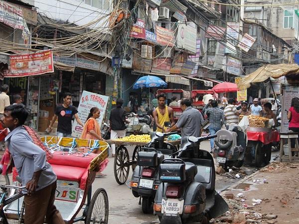 Hai letto racconti di un'India trafficata oltre ogni immaginazione e ne hai subito il fascino arrivando a considerare la partenza per l'India una possibilità concreta.