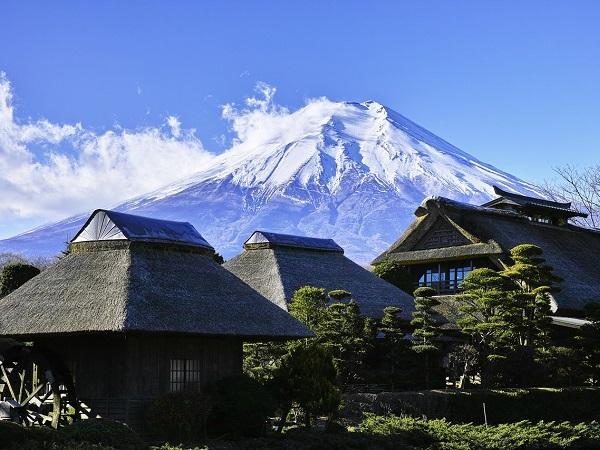 Partire in cerca di un altro mondo, di un mondo che si immagina come l'esatto opposto di quello a cui siamo abituati sembra essere la ragione essenziale di ogni partenza per il Giappone. Ma che cos'è che rende il Giappone così speciale?