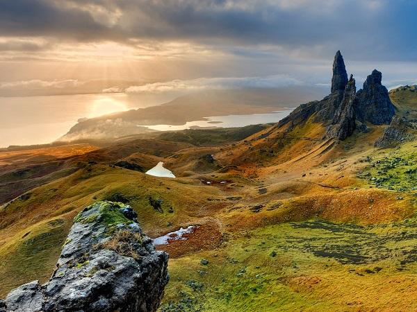 Se vuoi toccare il punto più a nord della Scozia, dovrai spingerti fino a John O'Groats. E ne varrà la pena! Le imponenti scogliere a picco sul mare sono popolate da un'infinità di uccelli marini.