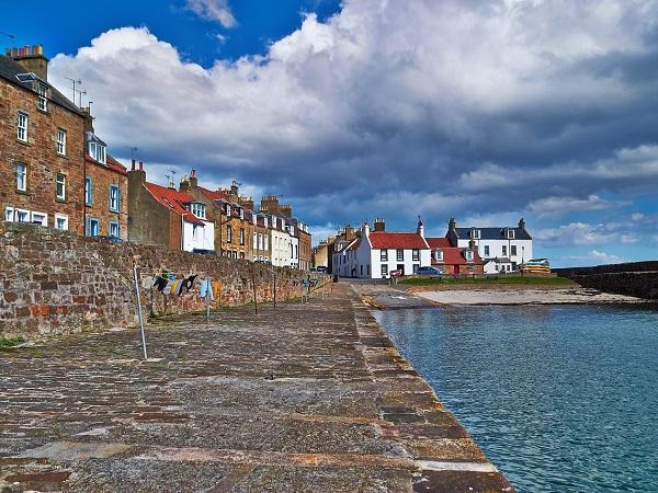 Tra i villaggi della Scozia, merita senz'altro una sosta Culross, risalente al XVII secolo.
