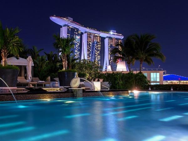 Singapore custodisce la piscina a sfioro più bella del mondo, che Giuseppe è certo valga da sola l'intero viaggio.