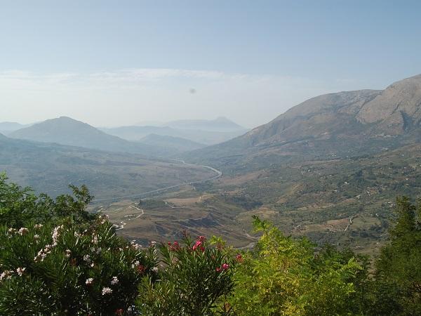 Il Parco delle Madonie si trova in provincia di Palermo, tra il corso dei fiumi Imera e Pollina.