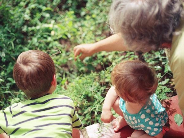 I nonni sono un aiuto, un sostegno, e regalano ricordi indelebili ai nipoti e a tutta la famiglia.