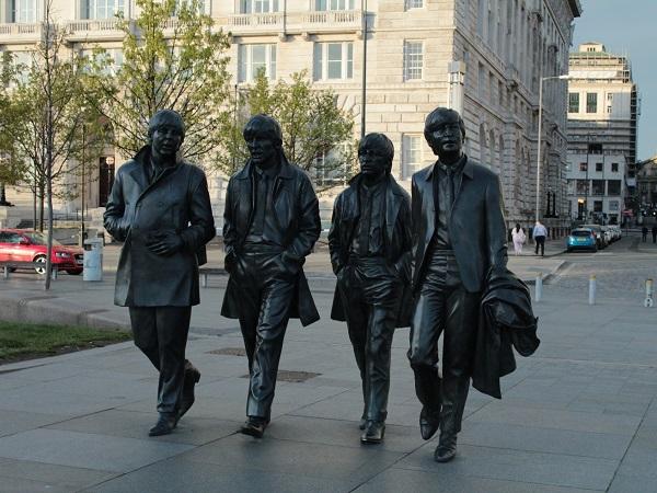 Il talento rivoluzionario dei Beatles permea l'atmosfera di Liverpool e mette un po' in ombra i propri eredi.
