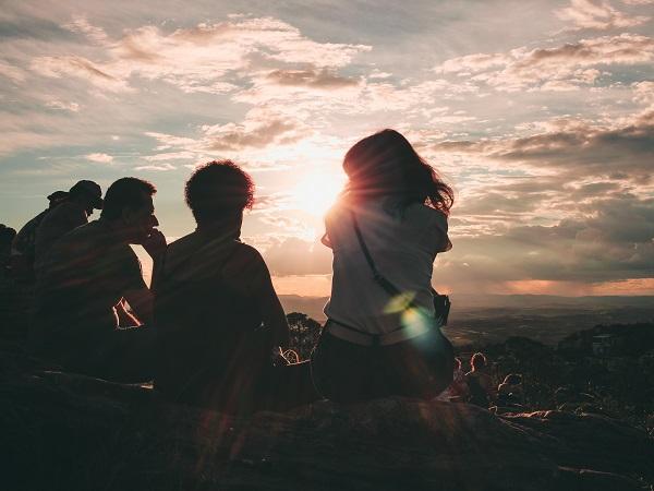 Il travel coaching nasce dalla fusione di due percorsi: da un lato il viaggiare per scoprire mondi e culture lontane, dall'altro il viaggiare dentro sé stessi per essere più consapevoli dei propri bisogni, delle proprie risorse, delle debolezze e delle aree di potenziale cambiamento.