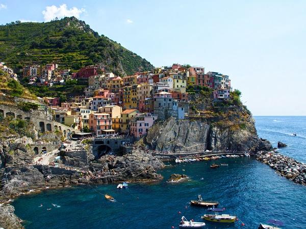 La Liguria mette in dubbio la coppia di opposti mare e montagna, ecco il mare montagnoso.