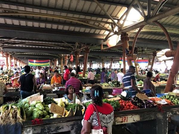 Facendo base a Belle Mare, nella parte est dell'isola, sono andata diverse volte al mercato di Flacq, distante pochi chilometri.