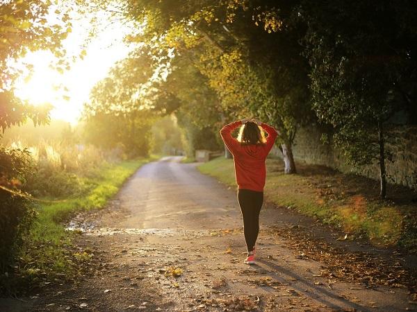 Camminare allontana l'ansia, invitava alla lentezza. E, nel post emergenza, il viaggio a piedi è un'ottima alternativa per viaggiare senza preoccupazioni.