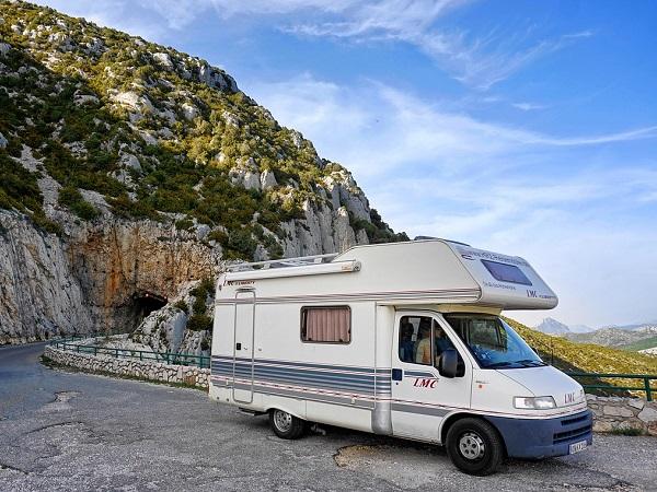 Un'altra soluzione per viaggiare in sicurezza è il camper.