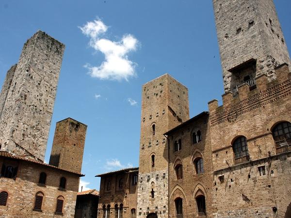 La seconda giornata del nostro viaggio in Italia on the road è dedicata alla Toscana, per rivedere l'imperdibile San Gimignano con le sue torri