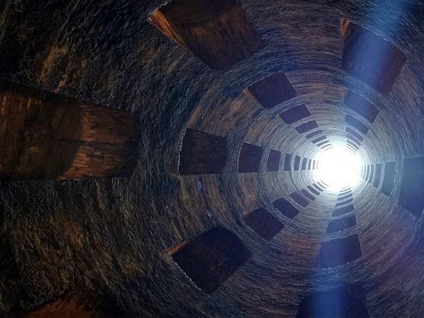 Dopo un giro ad Arezzo, facciamo un salto in Umbria a Orvieto, per provare a far entrare tutto l'imponente duomo in una foto e per scendere fino al fondo del pozzo di San Patrizio.