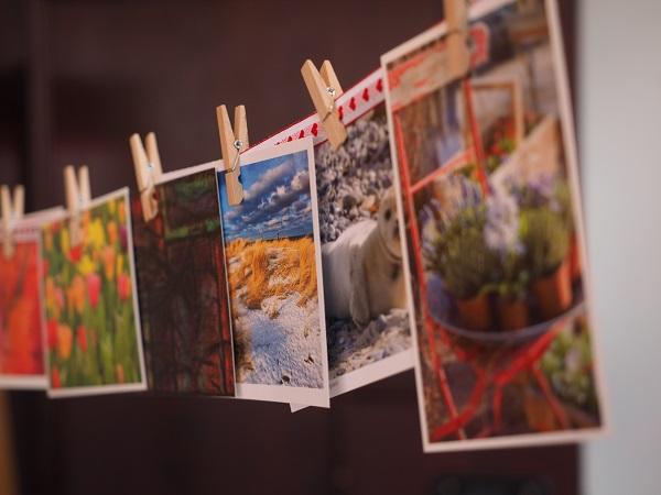 C'era chi le collezionava. Alcuni collezionavano le cartoline che ricevevano, altri quelle in bianco, acquistate con l'intenzione di lasciarle nella busta di carta, evitando con cura l'aggiunta del francobollo.