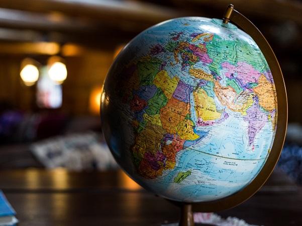Il Ministero degli Affari Esteri e della Cooperazione internazionale può dire con certezza dove si può andare in vacanza giorno dopo giorno. Anche in tempo di pandemia il sito Viaggiare Sicuri fornisce tutte le informazioni essenziali e aggiornate.