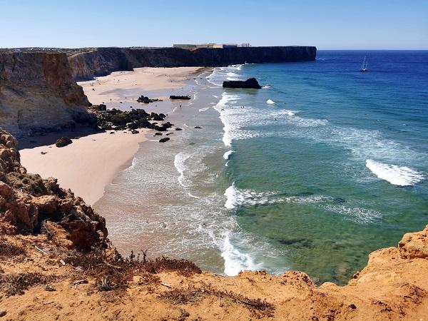 Dopo essere stati 4 notti ospiti di amici a São Brás de Alportel, ci spostiamo verso ovest e percorriamo la costa Occidentale del Portogallo.