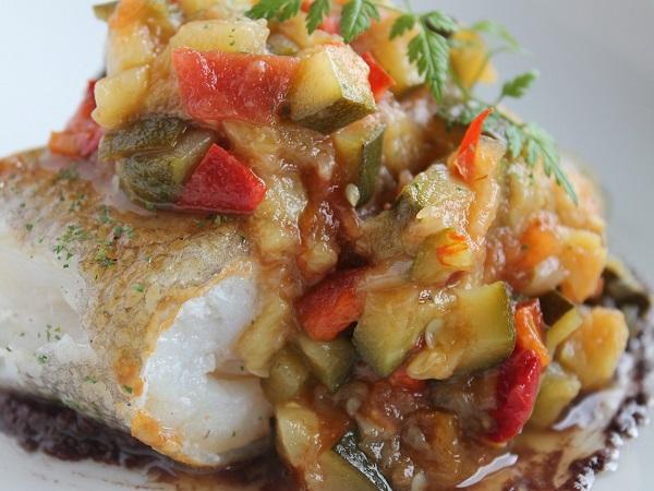 La sera ceniamo a Olhão, dopo una passeggiata tra le viuzze lastricate del centro. Finalmente assaggiamo una delle tante ricette preparate con il bacalhau (baccalà)!
