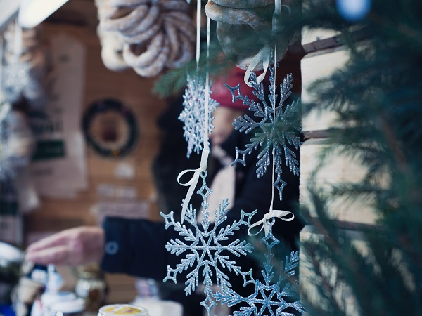 Se foste in cerca di novità, invece, e voleste restare per ragioni di prudenza in Italia, potreste provare a scoprire il Magico Paese di Natale di Govone, in provincia di Cuneo.