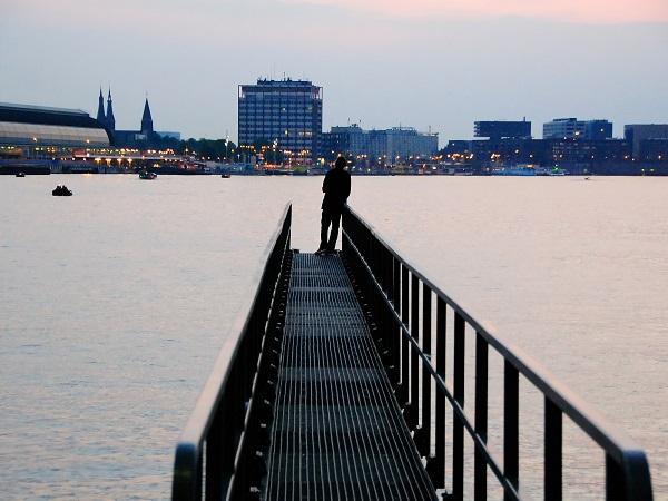 Tutti parlano di Amsterdam per i suoi canali, il quartiere a luci rosse, le biciclette e i coffeshop, ma questi sono luoghi comuni. Ecco invece 4 motivi per pensare di inserire Amsterdam nella propria lista dei desideri di viaggio e tuffarsi nello spirito della città.