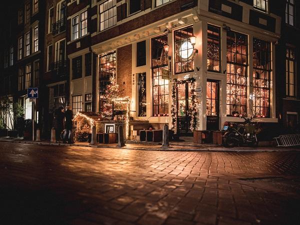 I bruin caffè sono i pub tradizionali di Amsterdam.
