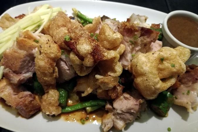 Se siete nelle Filippine, provate il bagnet (chiamato anche chicharon), a base di pancetta di maiale croccante bollita e fritta, condita con sale, pepe nero in grani, aglio e alloro.