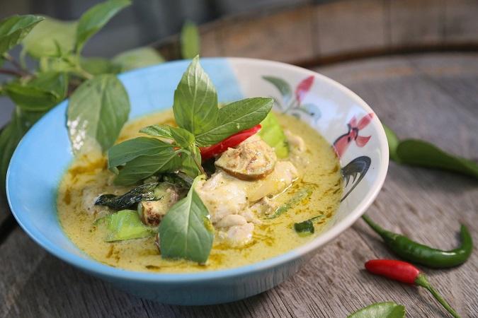 Gli amanti del piccante fino alle lacrime devono assolutamente provare il Thai green curry, piatto tipico della zona di Bangkok.