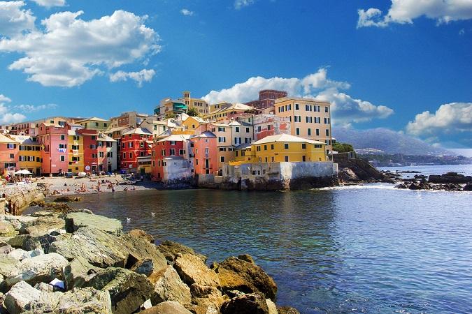 Genova ha il ritmo del mare, incostante per via del vento che cambia con le stagioni e le ore del giorno.