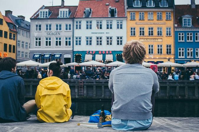 Ogni volta che torno a Copenhagen, appena scendo dall'aereo e tocco il suolo danese, mi sento bene, entro in modalità hygge.