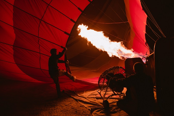 I fumatori devono rinunciare al fumo, per tutto il volo in mongolfiera e anche nelle fasi di gonfiaggio e sgonfiaggio del pallone.
