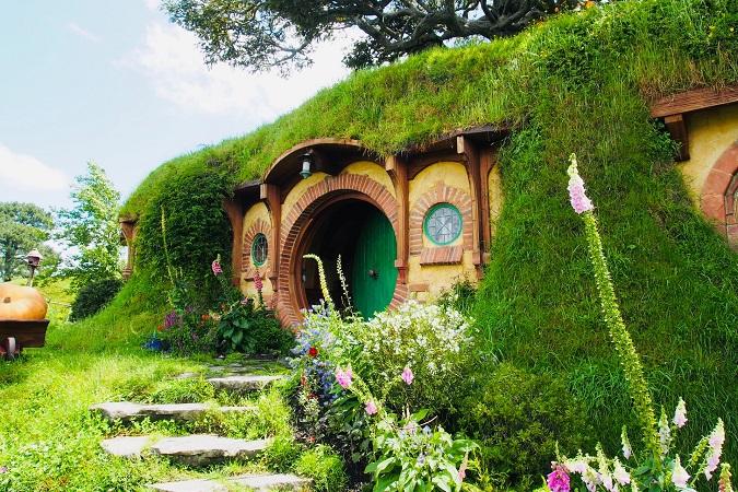 A proposito di luoghi in cui la finzione supera la realtà, in Nuova Zelanda gli appassionati di Tolkien possono trovare Hobbiton.