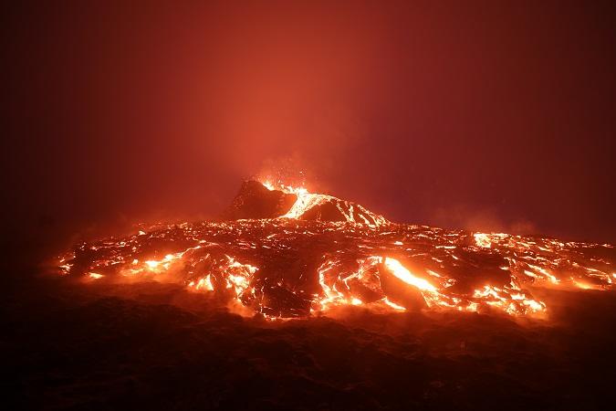 Il servizio islandese di ricerca e soccorso, famoso per essere composto esclusivamente da volontari, si è attivato da subito per garantire condizioni sicure di avvicinamento al vulcano.