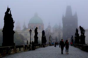 Ponte Carlo con la nebbia
