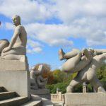 Alcune delle famose sculture di Vigeland nel Frognerpark di Oslo