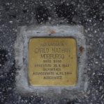 Una pietra d'inciampo fuori dalla Sinagoga
