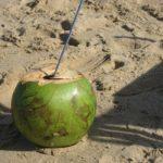 Il dissetante latte di cocco, la bevanda di Copacabana