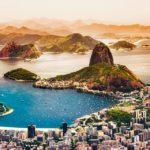 Vista di Rio dall'alto con l'inconfondibile profilo del Pao de Azucar