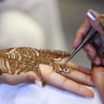 Tatuaggio all'henné (mendhi)