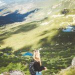 Passeggiata in montagna (Photo by Eugene Zhyvchik on Unsplash)