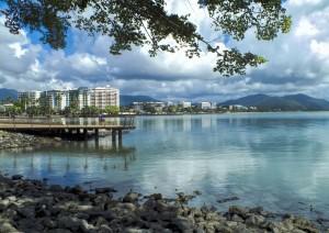 Ayers Rock (volo) Cairns.jpg
